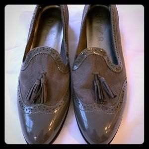 Unisa patent leather, gray loafers with tassels.